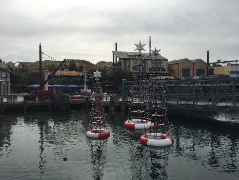 Pacific Wharf holiday decor