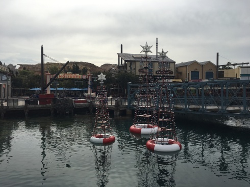 Pacific Wharf holiday decor