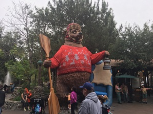 Festive Grizzly River bear